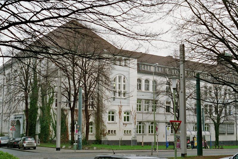 Gebäude der Alfred-Krupp-Schule im Jahr 2005