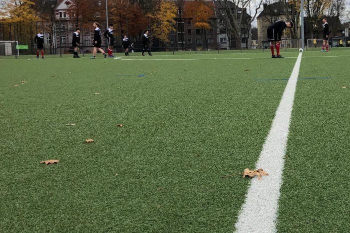 AKS-Team präsentiert sich in guter Form – Schulmannschaft löst das Ticket für die zweite Runde der Stadtmeisterschaft im Fußball