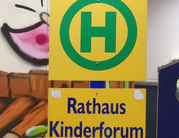 """Fünftklässler besuchen das """"Kinderforum"""""""