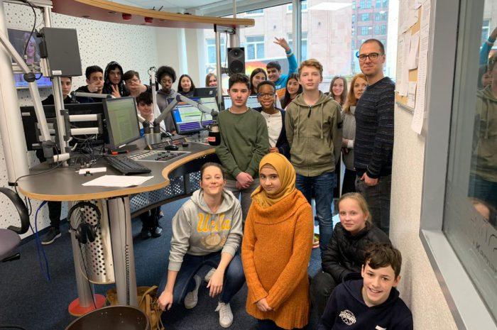 Studio statt Klassenraum – Die 8B zu Besuch bei Radio Essen