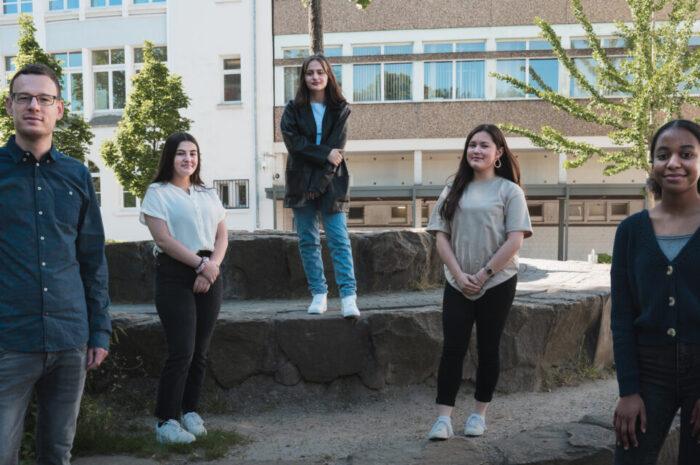 A great success! – Vier Schülerinnen des Business English Kurses aus der Jgst. 9 erreichen den 1. Platz beim Bundeswettbewerb Fremdsprachen