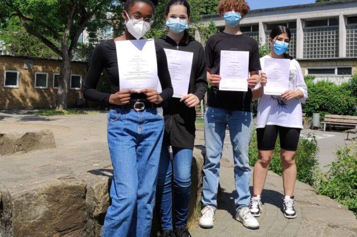 Vier Schülerinnen und Schüler der AKS nehmen erfolgreich am Bundeswettbewerb Fremdsprachen teil